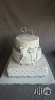 Simple White Wedding Cake /Anniversary | Wedding Venues & Services for sale in Abuja (FCT) State, Jabi
