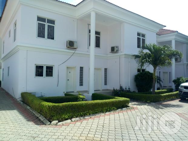 Archive: FOR LEASE: Serviced 4 Bedroom Semi Detched House With A Study Room & A Room Staff Quarters In Oniru Estate, Lagos