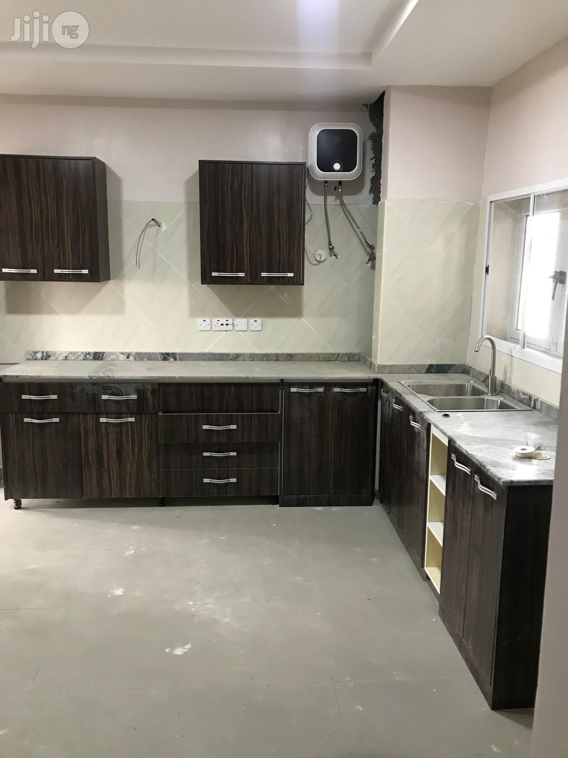 3 Bedrooms Flat Close To Turkish Hospital Idu | Houses & Apartments For Sale for sale in Wuse 2, Abuja (FCT) State, Nigeria
