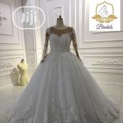 Wedding Gown for Rent With Veil, Basket, Tiara, Bouquet, Robe | Wedding Wear for sale in Lagos State, Magodo