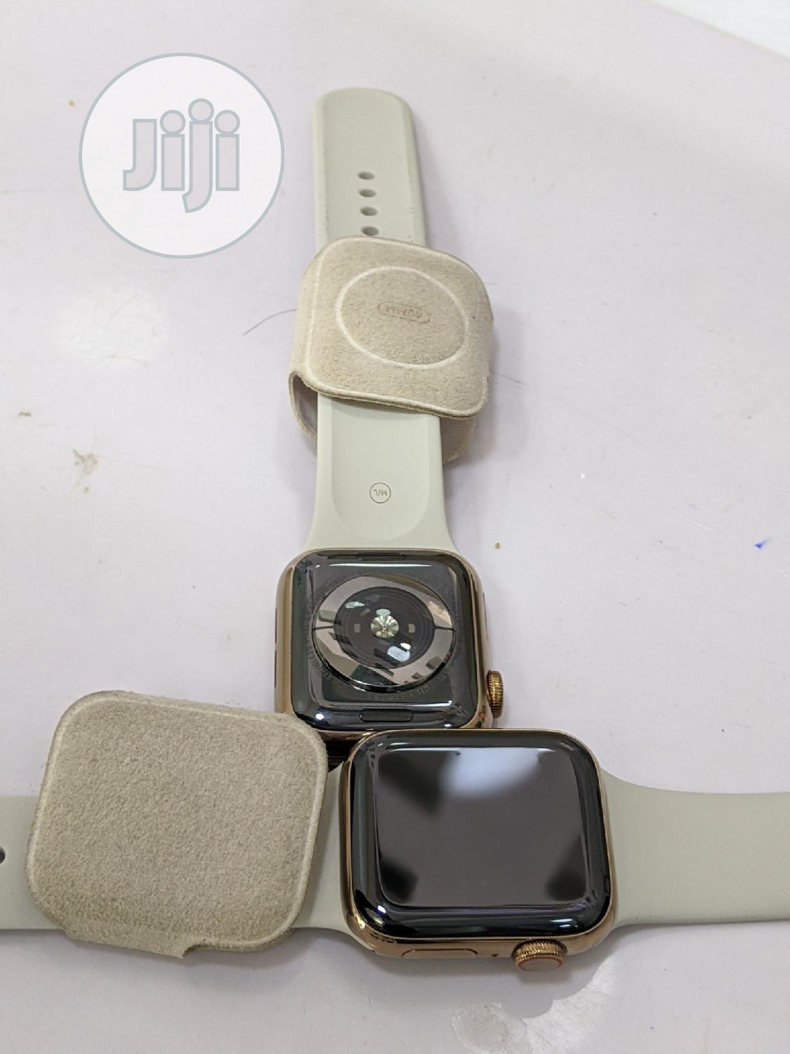 Apple Watch Series 5 40mm GPS Stainless Steel | Smart Watches & Trackers for sale in Ikeja, Lagos State, Nigeria