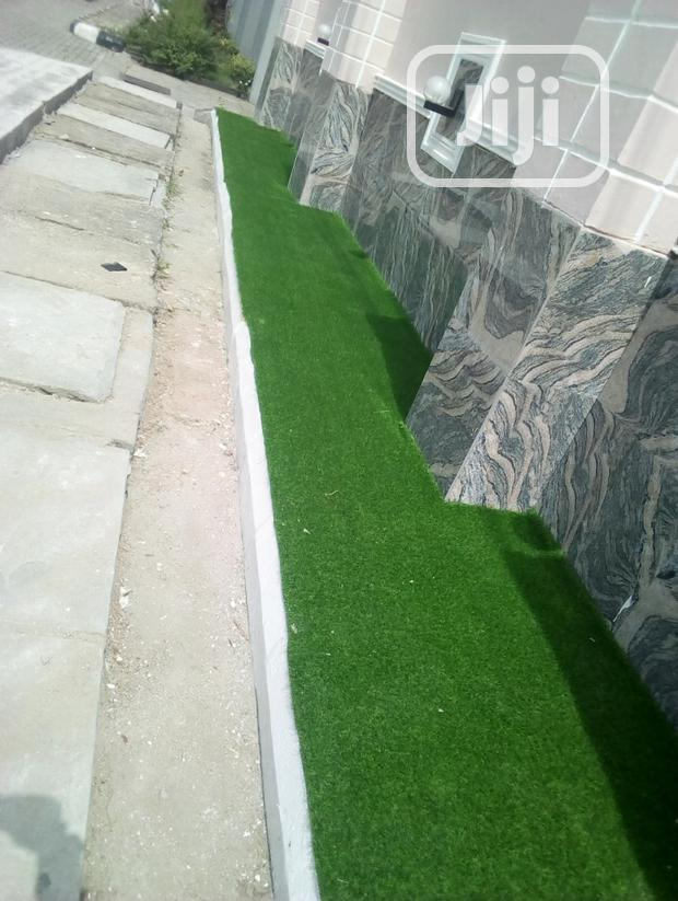 Decor Your Outdoor Landscape With Quality Artificial Grass Putting