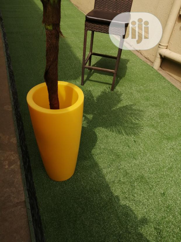 Use Artificial Grass For Your Courtrooms Decorations And Designs