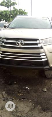 Toyota Highlander 2017 Hybrid XLE (3.5L 6cyl) Gold | Cars for sale in Lagos State, Oshodi-Isolo